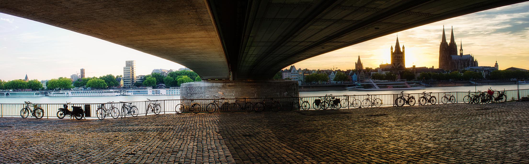 Panorama unter der Deutzer Brücke