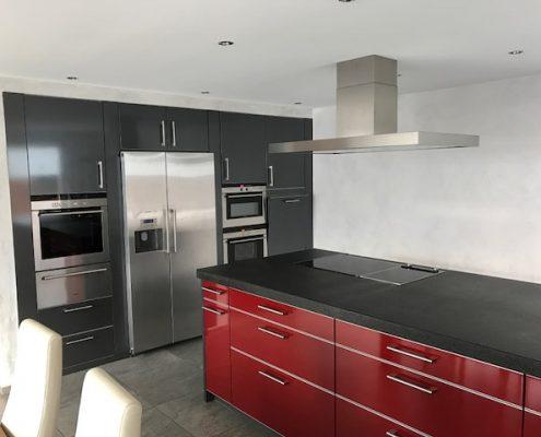 Moderne Küche mit Hochglanz-Fronten