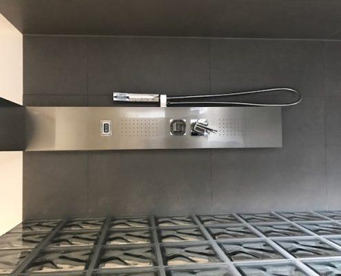 Duscharmatur mit Regenwald-Dusche