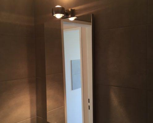 Spiegel in saniertem Badezimmer